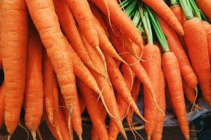 Zanahorias en el Mercadillo del Agricultor el Vino y la Artesanía de La Matanza de Acentejo